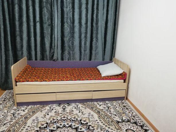 Кровать, одно спальный с 3-я полками. Цена 12000. Лесная поляна.