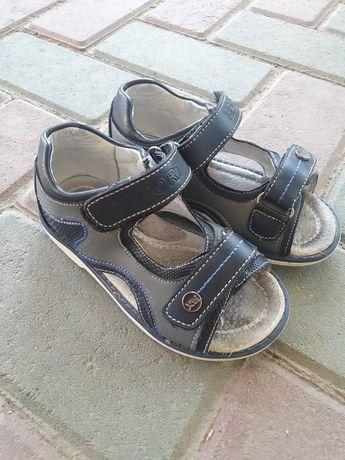 Срочно продаю детскую обувь
