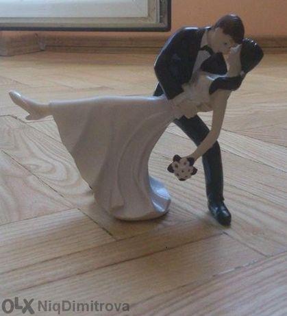 статуя за сватбена торта