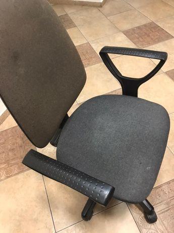 Офисные кресла продам срочно