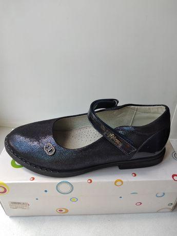Школьные туфли для девочки.