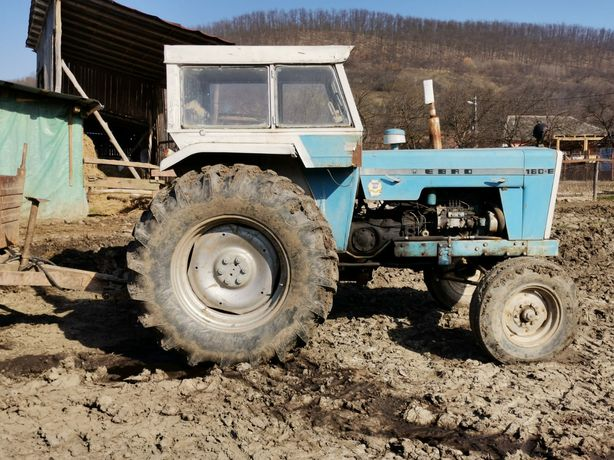 Tractor cu remorcă basculabilă