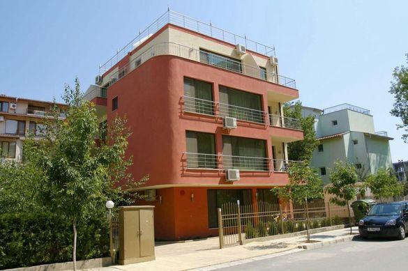 Продавам апартамент в Слънчев Бряг