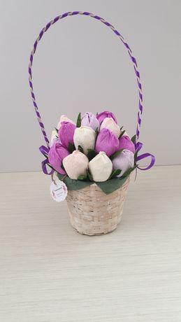 Кошница с цветя всяко с бонбон