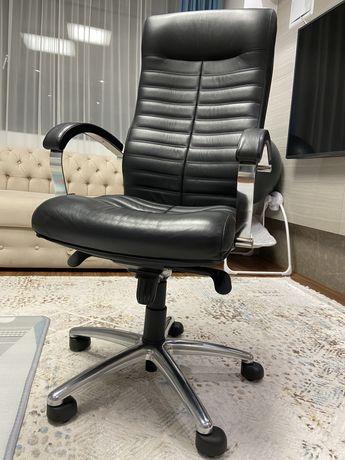 Продам офисное кресло для руководителя