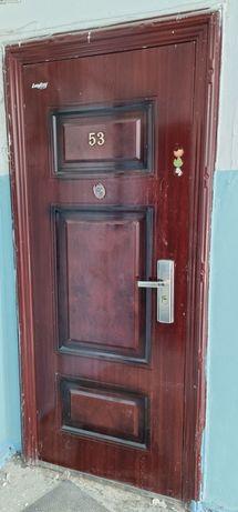 Продам железную дверь б/у