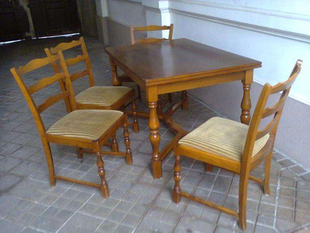 Masa cu 4 scaune din lemn masiv