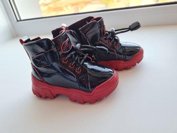 Детские лакированные ботинки