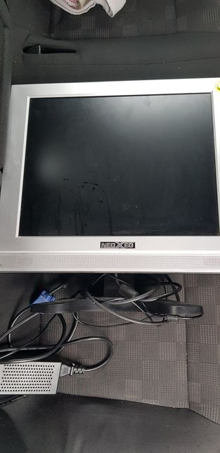 Monitor lcd NedXed 17 inch cu incarcator si cablu vga
