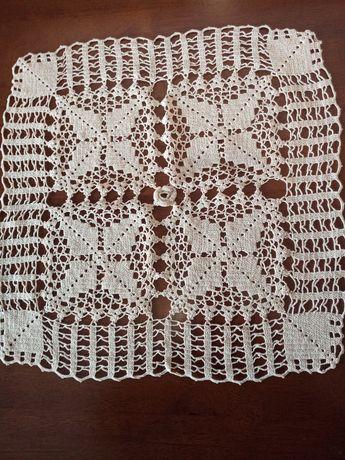Дантела плетена на една кука.