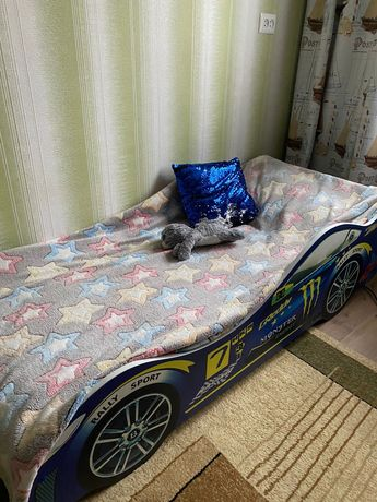 Продам детскую кроватку-машину