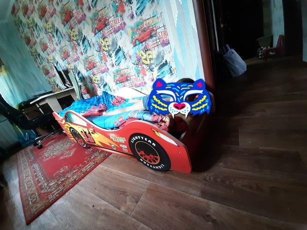 """Детская кровать для мальчика 1.6х0.8 в виде машинки """"Молния МакКвин """""""