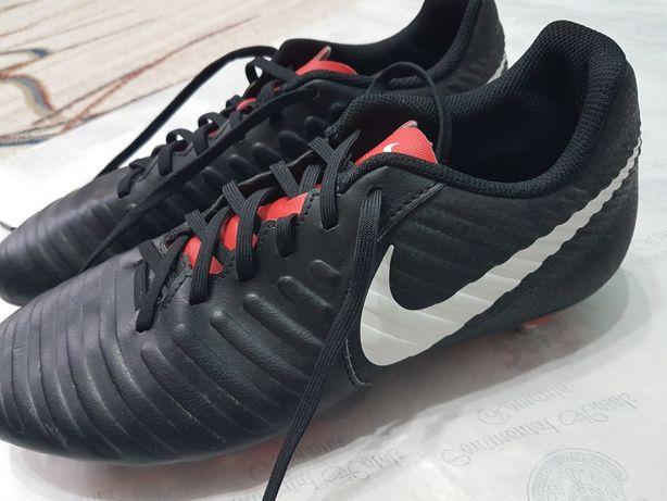 Nike Tempo cu crampoane
