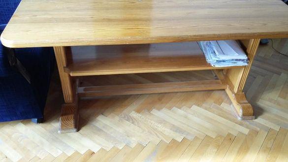 Масивна дървена маса