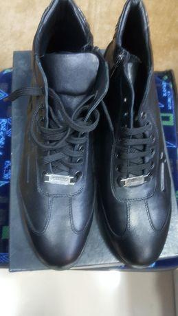 Мъжки оригинални обувки.