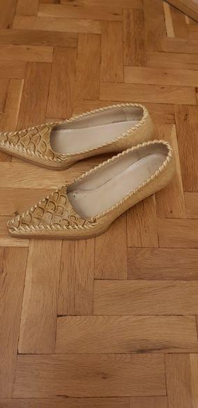Продавам обувки естествена кожа, бежово с кафяво.