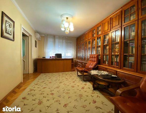 De inchiriat apartament cu 4 camere - Zona Spitalului Judetean