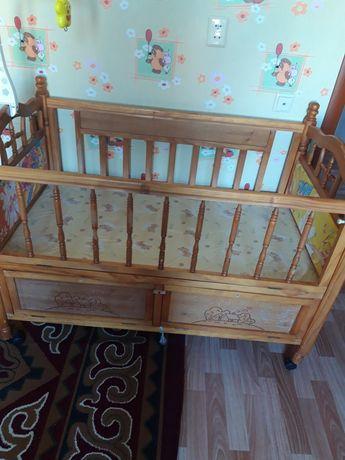 Детская кровать и люлка