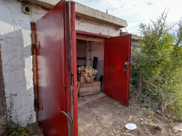 Продам гараж возле охраны.