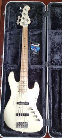 Продам бас-гитару Bacchus