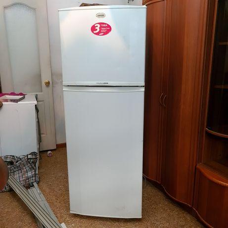 Холодильник белый Samsung
