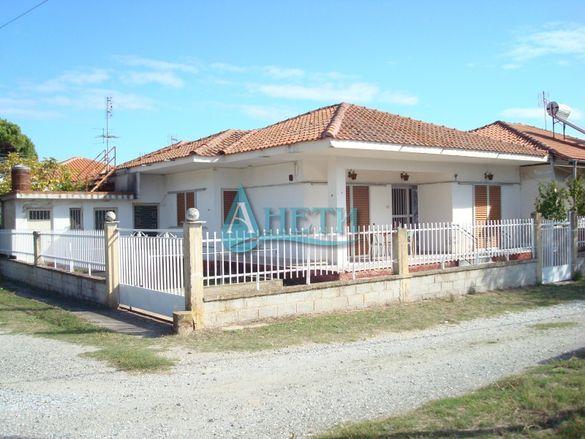 Прекрасна къща РЗП 65 м2 в кв.Ривиера в Аспровалта, Гърция, до плажа