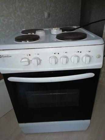 Продам плиту электрическую в отличном состоянии