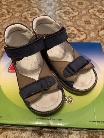Продам сандали детские Размер 24.По стельки 15 см