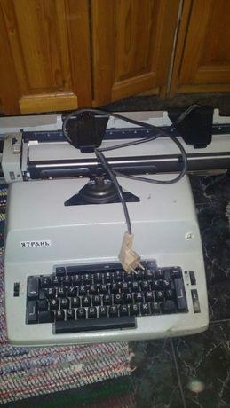 Електрическа пишеща машина Ятрань