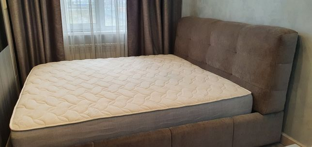 Кровать двуспальная с мягким изголовьем + матрац