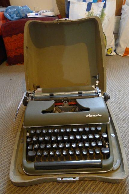 Mașină de scris manuală Olympia SM 3 DeLuxe Werke