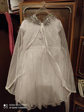 Белое платье с накидкой