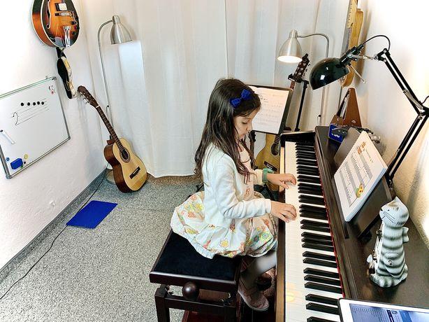 Lectii/Cursuri de Pian-Chitară- Prima lectie GRATUITĂ-