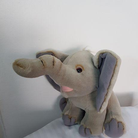 Elefant Dumbo din pluș