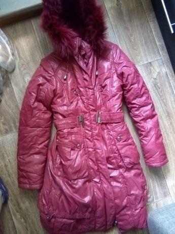 Продается зимний пуховик на девочку 9-12 лет, цена 7000 тг.