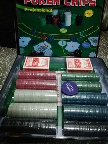 Set Poker 500 Piese, 2 pachete carti, cutie metalica pentru depozitare