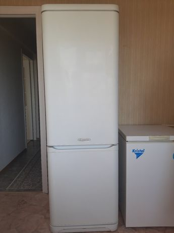Продаем холодильник Ariston