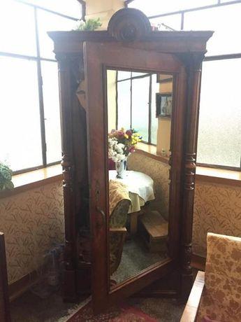Dulap antic cu oglinda