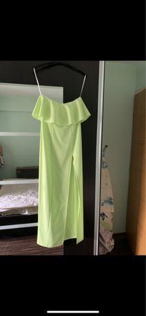 Rochie lunga verde cu volănaș la bust