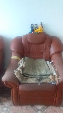 Кожаный диван б/у