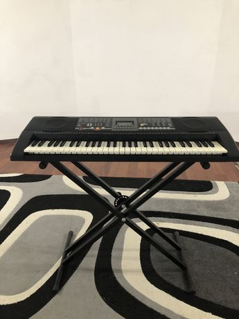 Продается синтезатор-пианино + подарок-подставка