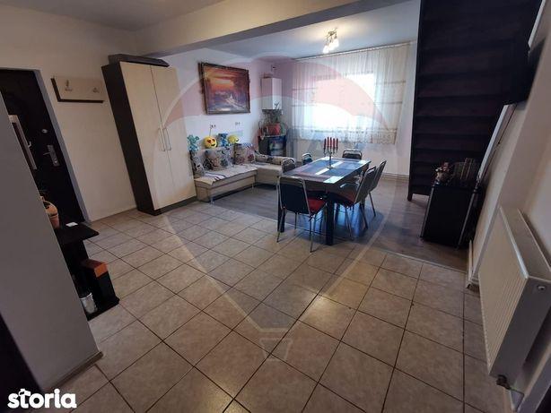 Casă 5 camere, decomandat, zona Cartier Rezidential Prietenia