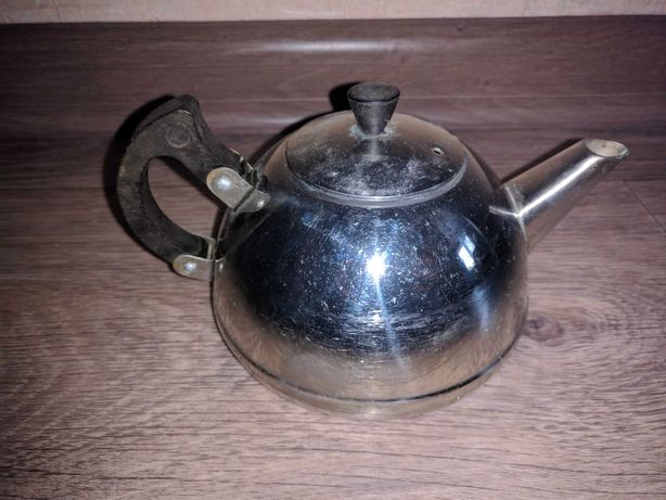 Чайник заварной, советских времён, пр. Абая 220, станция метро Москва