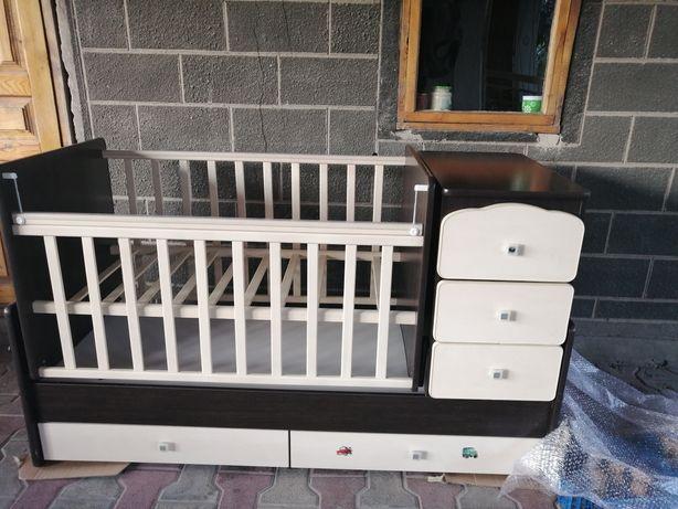 Продам детский манеж 3/1 кровать, манеж и тумба. Состояние идеальное.