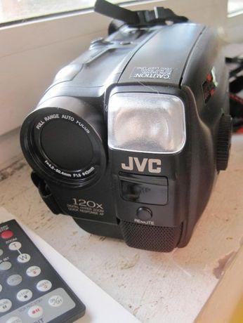 Camera Video JVC GR-AX94 VHSC cu accesorii si geanta