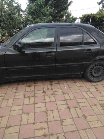 Mercedes C 180, benzină