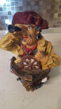 Декоративна фигурка пират с бинокъл