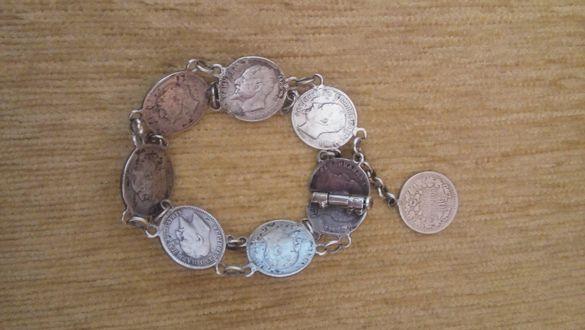 стара сребърна гривна с монети