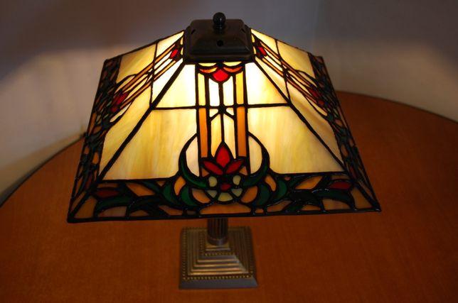 Lampi si alte decoratiuni in tehnica Tiffany
