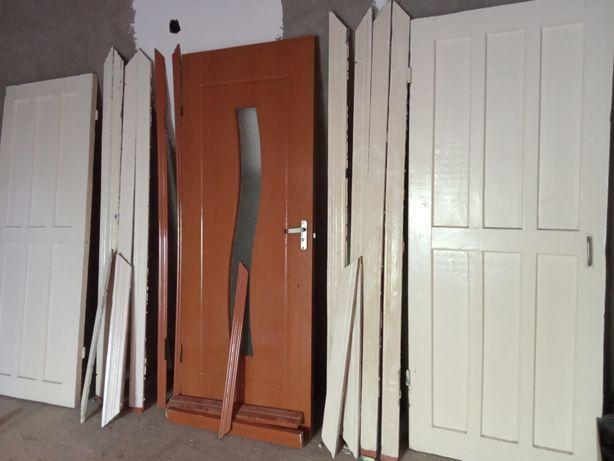 Есіктер,дверий...